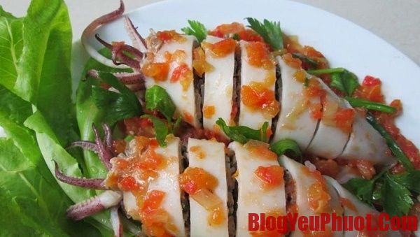 Ăn gì ngon khi du lịch Sầm Sơn? Mực nhồi thịt món ăn nổi tiếng ở Sầm Sơn