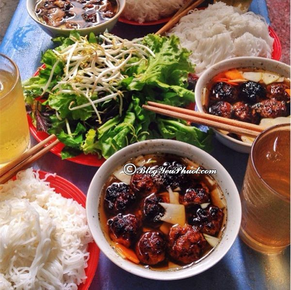 Danh sách các quán bún chả ngon nhất Hà Nội. Bún chả – Ngõ 74 Hàng Quạt, Hoàn Kiếm