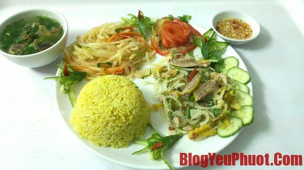 Quán ăn cơm gà nổi tiếng, sạch sẽ và ngon ở Hội An. Món ăn đặc trưng ở Hội An