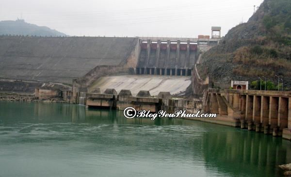 Nên đi đâu khi du lịch Hòa Bình?- Nhà máy thủy điện Hòa Bình, địa điểm phượt nổi tiếng ở Hòa Bình