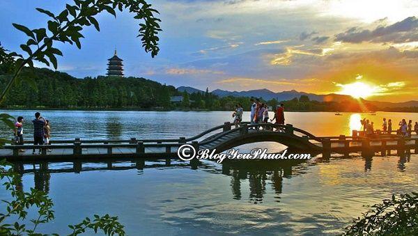 Thưởng ngoạn Tây Hồ khi du lịch Hàng Châu