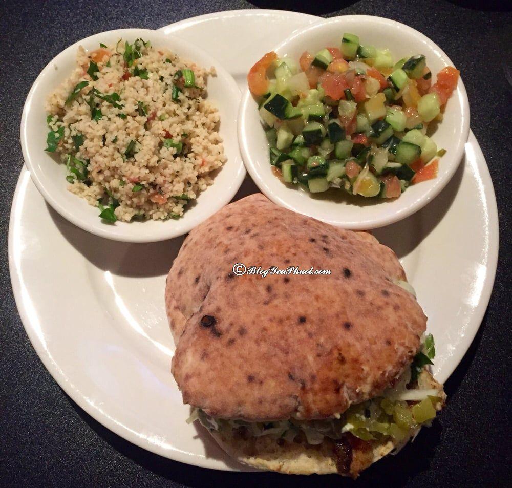 Kinh nghiệm du lịch Israel: Ăn gì khi du lịch Israel? Món thịt nướng Shawarma và salad Tabbouleh rất phổ biến ở Israel