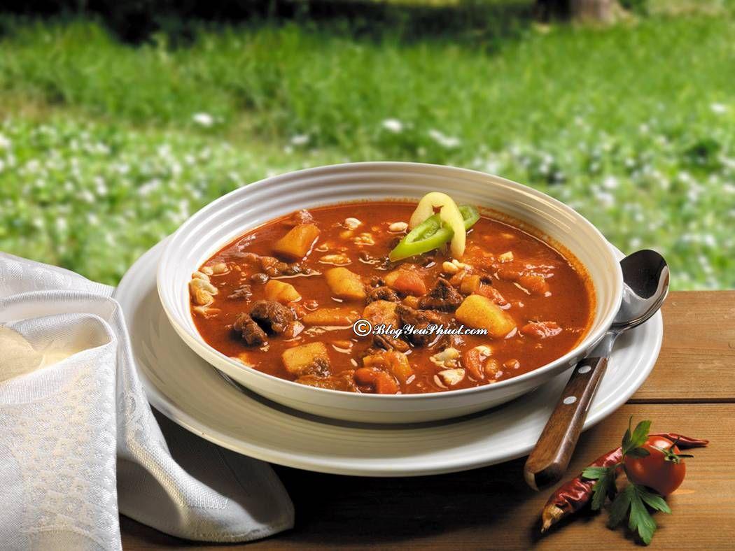 Đặc sản Budapest phải kể đến món súp Gulyás: Ăn gì khi du lịch Budapest ngon, giá rẻ