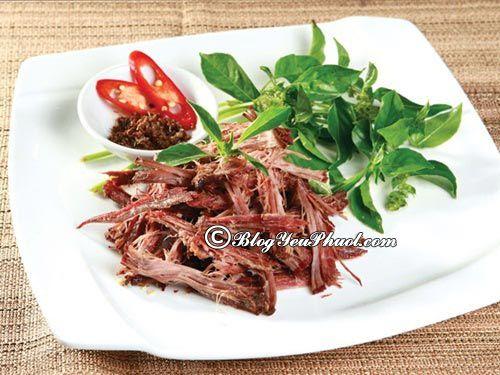 Ăn gì khi du lịch Mộc Châu mùa hoa cải?- Thịt Trâu gác bếp, món ăn đặc sản nổi tiếng ở Mộc Châu