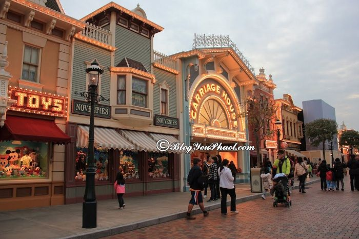Chơi gì khi đi Disneyland Hong Kong?- Khu Main Street, USA , các trò chơi, điểm tham quan ở Disneyland Hong Kong