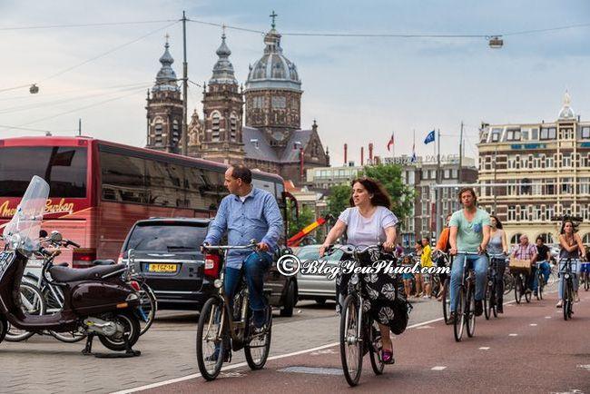 Đi lại Amsterdam bằng phương tiện gì?- Di chuyển ở Amsterdam bằng xe đạp