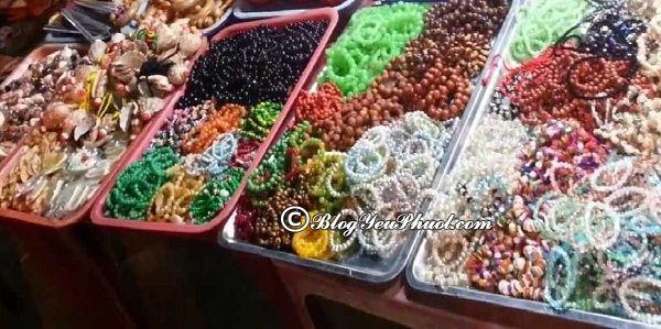 Hướng dẫn địa điểm vui chơi, mua sắm khi đi du lịch Hà Tiên: Đi chợ đêm ở Hà Tiên mua quà lưu niệm
