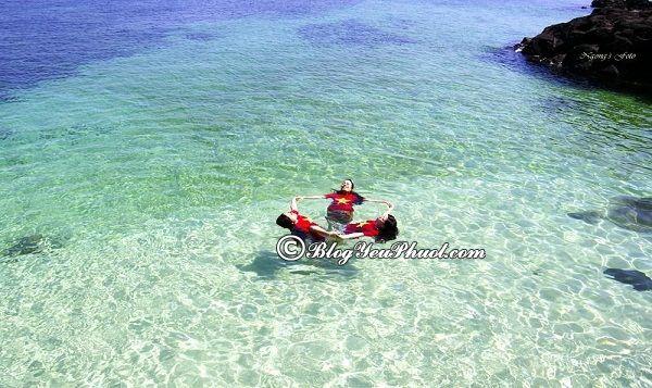 Đi đâu, chơi gì khi du lịch Cù Lao Xanh- Tắm biển là hoạt động thú vị ở Cù Lao Xanh, kinh nghiệm du lịch Cù Lao Xanh tự túc, giá rẻ