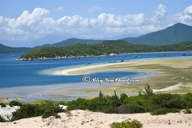 Đến đâu khi du lịch Vân Phong?- Bán đảo Đầm Môn, địa điểm tham quan, vui chơi hấp dẫn ở vịnh Vân Phong