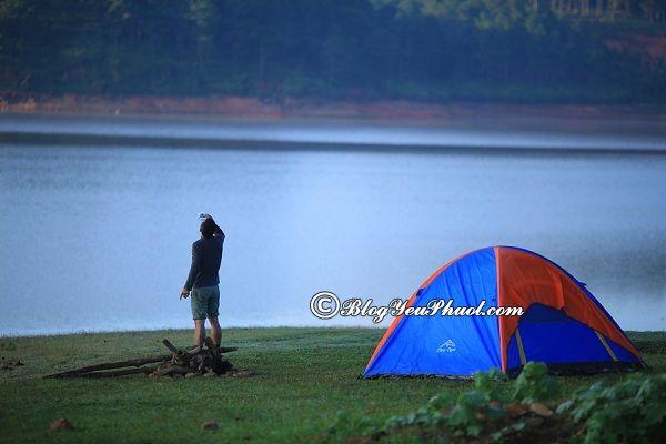 Cách chọn lều đi phượt, cắm trại và du lịch đẹp, chất lượng, an toàn: Chọn loại lều nào đi cắm trại hợp lý, bền đẹp nhất?