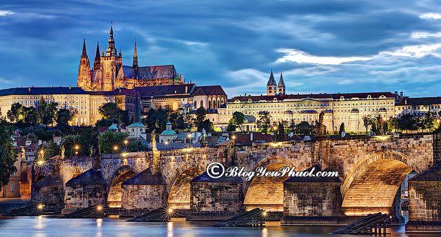 Phương tiện đi đến lâu đài Prague Castle: Hướng dẫn di chuyển ở Prague