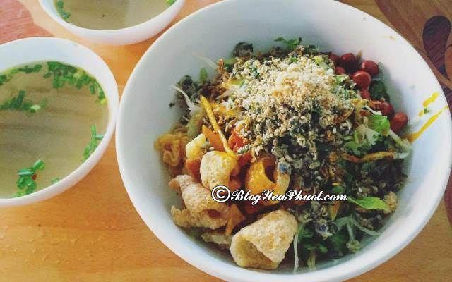 Ăn cơm hến ở đâu ngon khi du lịch Huế? Những quán ăn đặc sản Huế nổi tiếng, đông khách