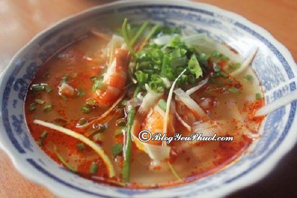 Quán ăn đặc sản nổi tiếng ở Huế: Ăn ở đâu khi du lịch Huế ngon, bổ, rẻ?