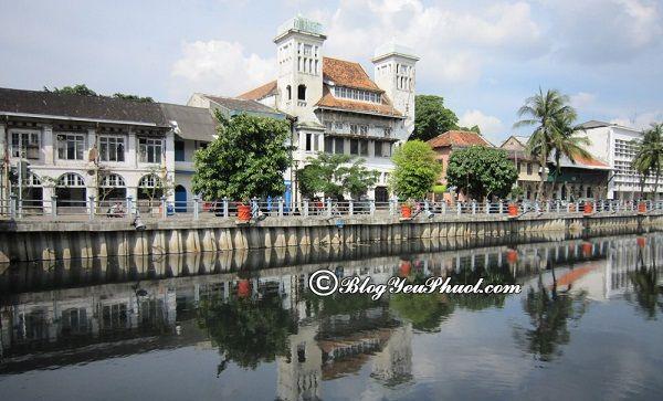 Du lịch Indonesia nên đi đâu chơi? Địa chỉ đổi tiền Indonesia ở đâu?