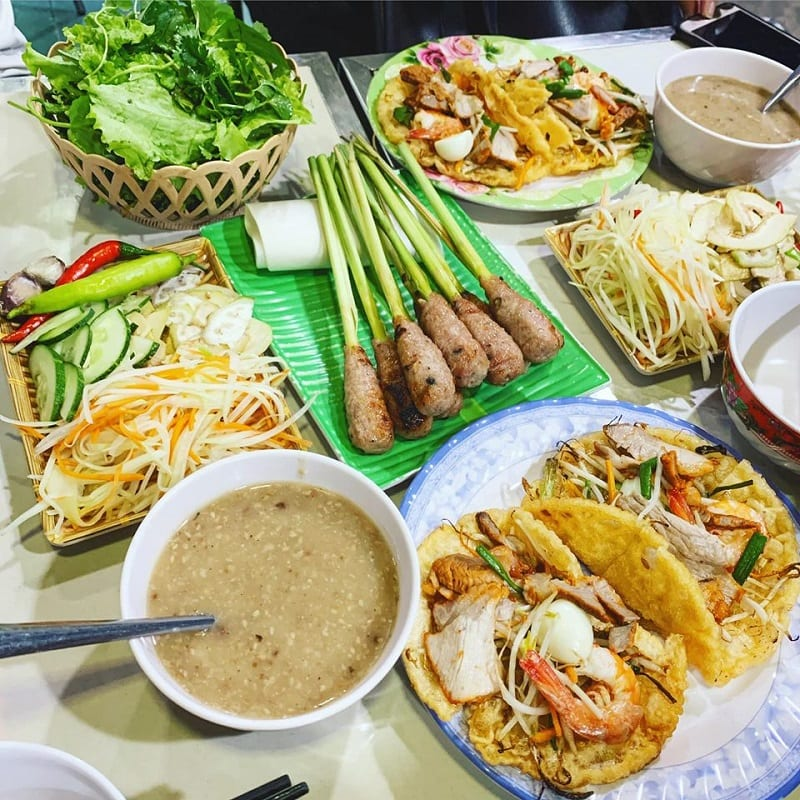 Ăn gì khi du lịch Huế?
