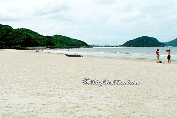 Du lịch đảo Minh Châu phải ghé qua Bãi Nhánh Rìa: Địa điểm tham quan, vui chơi ở đảo Minh Châu