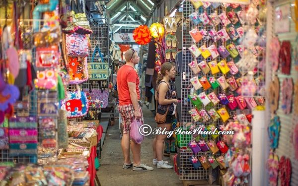 khu chợ cuối tuần sầm uất nhất ở Bangkok: Đi mua sắm ở đâu khi du lịch Bangkok đẹp, rẻ?