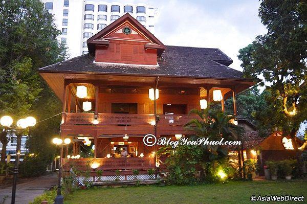 Nhà hàng đặc biệt nhất ở Chiang Mai Night Bazaar: Chiang Mai Night Bazaar có quán ăn nào ngon, view đẹp?