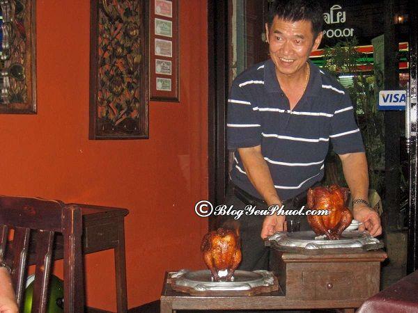Du lịch Chiang Mai Night Bazaar ăn món thái ngon ở đâu? Địa chỉ ăn uống ngon, nổi tiếng ở Chiang Mai Night Bazaar