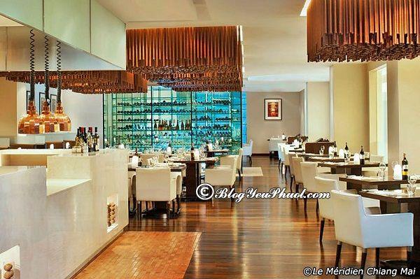 Nhà hàng hấp dẫn mọi du khách ở Chiang Mai Night Bazaar: Nhà hàng cao cấp, sang trọng ở Chiang Mai Night Bazaar