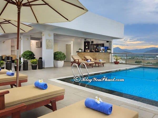 So sánhThe Light Nha Trang với khách sạn 4 sao khác: Có nên đặt phòng khách sạn The Light Nha Trang