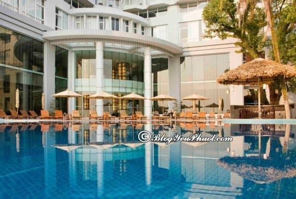 Có nên ở khách sạn Novotel Hạ Long? Khách sạn Novotel Hạ Long Bay có bể bơi ngoài trời không?