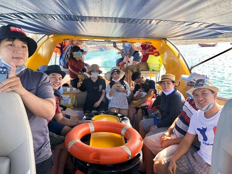 Phương tiện di chuyển đến đảo Phú Quý