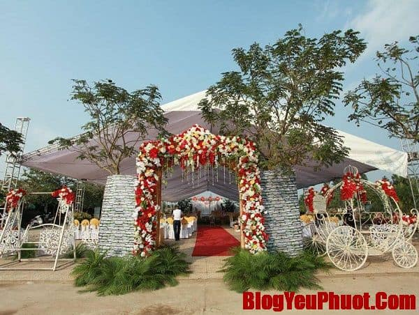 Tổ chức tiệc cưới ở vườn hoa bãi đá Sông Hồng