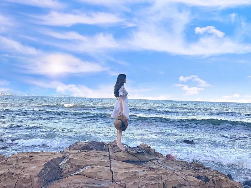 Tắm biển, vui chơi thả ga và sống ảo ở Bãi Đông Thanh Hóa